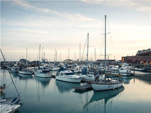 Курортный Рамсгит словно магнит притягивает яхтсменов и сухопутных туристов со всего мира