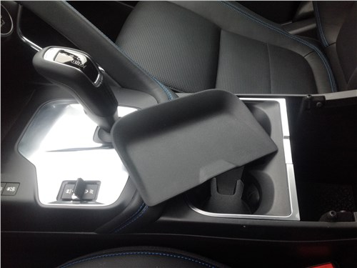 Jaguar E-Pace 2018 съемная пластиковая крышечка