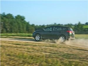Toyota RAV4 2013 вид сбоку