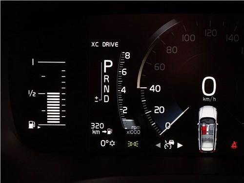 Volvo V60 Cross Country 2019 приборная панель