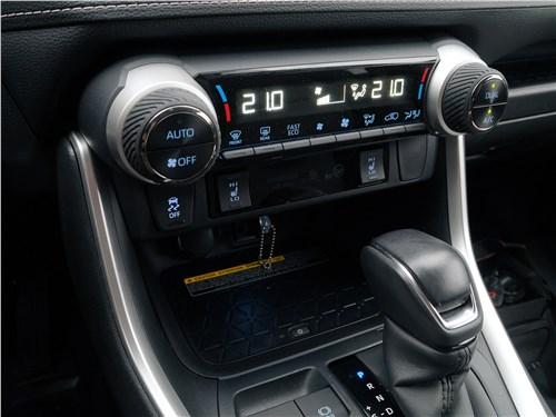 Toyota RAV4 2019 управление климатом