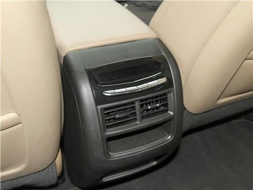 Cadillac XT5 2020 климат для второго ряда