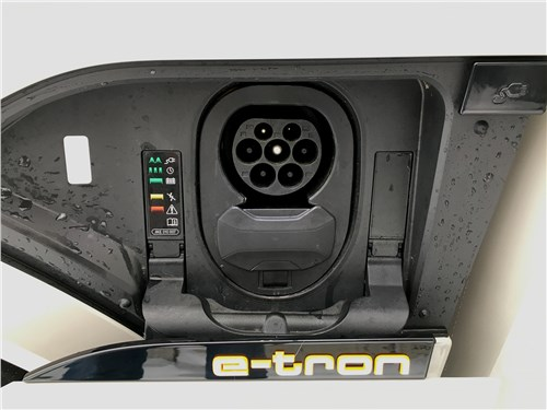 Audi e-tron (2020) зарядный разъем