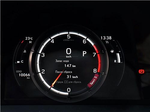 Lexus ES (2019) приборная панель