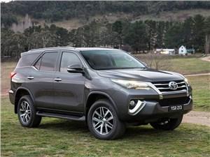Mitsubishi Pajero Sport и Toyota Fortuner: битва рамных внедорожников не на жизнь, а на смерть Fortuner
