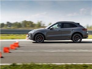 Porsche Macan на гоночной трассе, напротив, производит впечатление очень собранного и устойчивого автомобиля