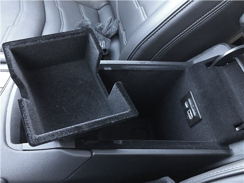 Cadillac XT6 2020 центральный подлокотник