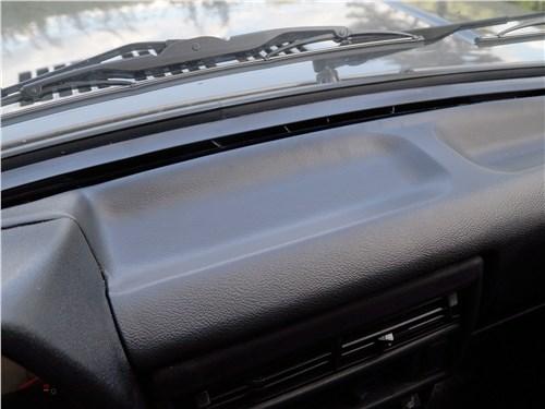 Lada 4x4 2017 полочка для смартфона