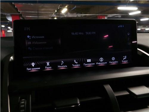 Lexus NX 2018 центральный дисплей