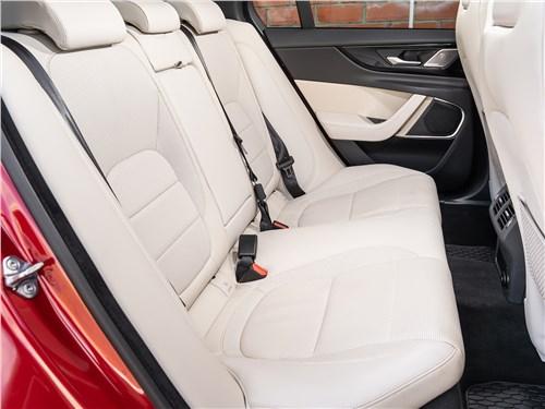 Предпросмотр jaguar xe p250 2020 задний диван