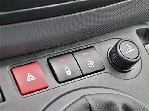 Peugeot Partner Tepee (2016) кнопки управления электрозамками
