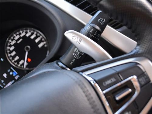 Mitsubishi Pajero Sport (2020) руль