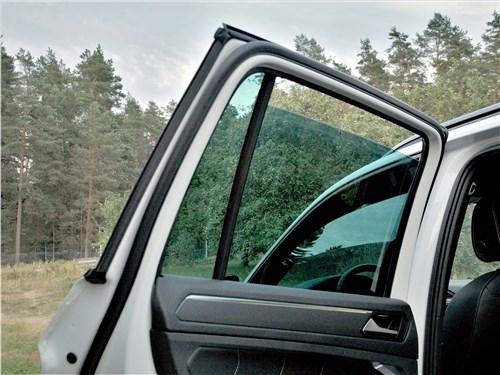 Volkswagen Tiguan R (2021) дверь