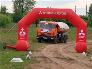 Предпросмотр организаторы решили усложнить трассу, пригласив для полива автоцистерну