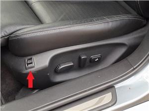 Infiniti Q50S Hybrid 2013 передние кресла
