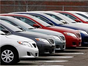 Дилеры считают, что по итогам декабря продажи новых машин упадут вдвое