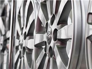 Новость про Toyota - Toyota снизит цены на комплектующие почти на четверть