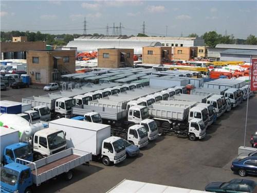 Продажи грузовых автомобилей в РФ упали больше, чем на сорок процентов