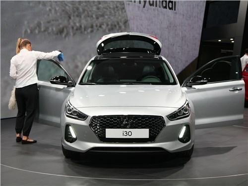 Жесткая проверка I30 - Hyundai i30 2017 вид спереди