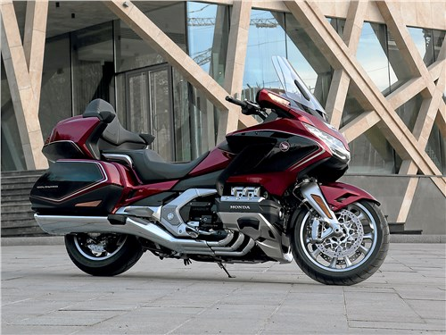 Honda Gold Wing Tour 2018 DCT Лучше – меньше