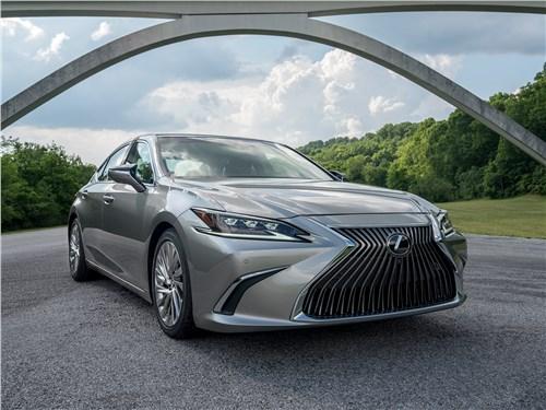 Lexus ES - lexus es 2019 радикально изменил характер