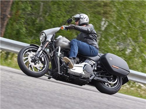 Harley-Davidson Sport Glide Легким движением руки