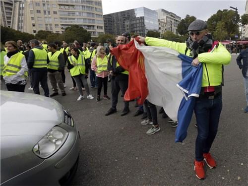 Европа бастует против цен на бензин