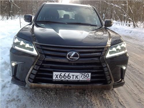 Lexus LX 2016 вид спереди