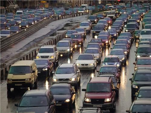 Водителей Москвы предупредили, что на дорогах будет очень сложно