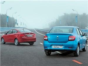 Hyundai Solaris 2014 и Renault Logan 2014 вид сзади