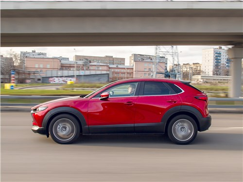 Mazda CX-30 (2020) вид сбоку