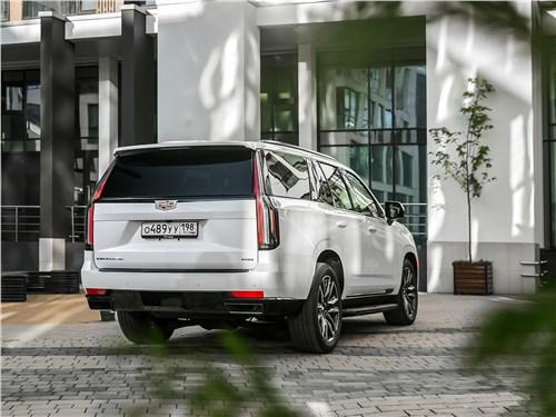 Cadillac Escalade (2021) вид сзади