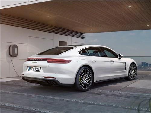 Porsche Panamera 2017 вид сзади