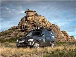 Land Rover Discovery 4 2015 вид спереди у горы