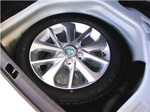 Toyota Corolla 2013 запасное колесо 2