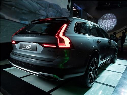 презентация Volvo V90 Cross Country 2017 вид сзади