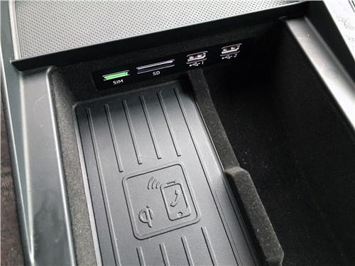 Audi Q7 (2020) бокс подлокотника