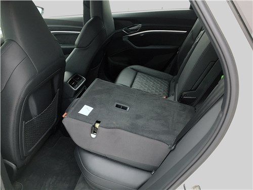 Audi e-tron (2020) задний диван
