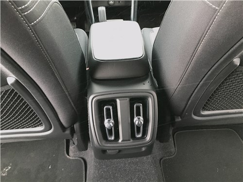 Volvo XC40 (2018) второй ряд
