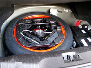 Jaguar XF 2011 запасное колесо