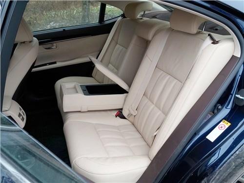Lexus ES 200 2016 задний диван