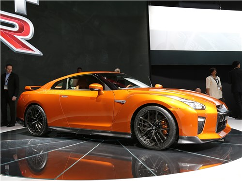 Автосалон в Нью-Йорке 2016 Nissan GT-R