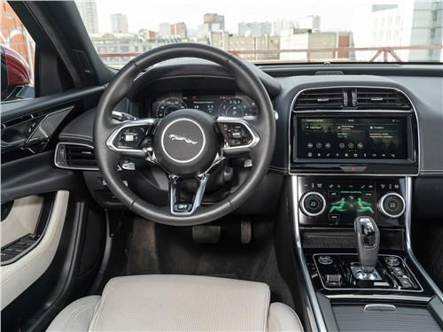 Предпросмотр jaguar xe p250 2020 салон