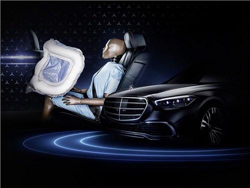 В Mercedes создали фронтальные подушки для задних пассажиров