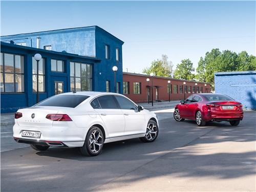 Mazda 6 2.5 turbo и Volkswagen Passat 2.0 TSI вид сзади