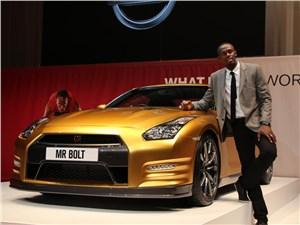 Самый быстрый человек планеты получил золотой автомобиль