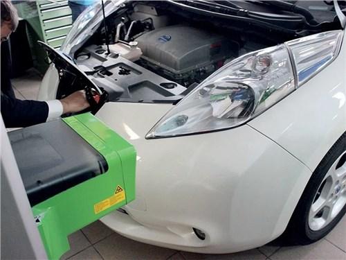 Электромобили и гибриды в ремонте оказались в два раза выгоднее обычных машин
