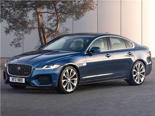 Jaguar XF (2021) вид спереди