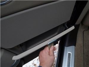 Range Rover LWB 2014 есть емкости с «дверцами»