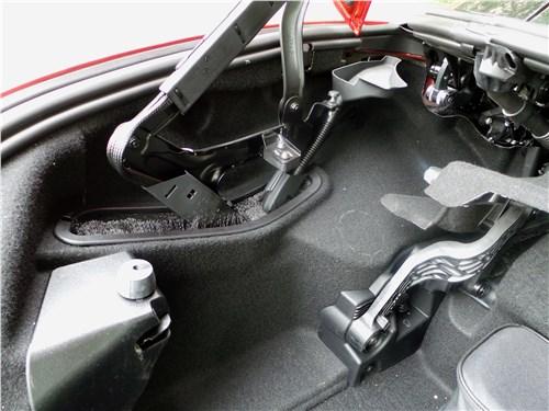 Mercedes-Benz SLC 2017 механизм подъема-опускания крыши